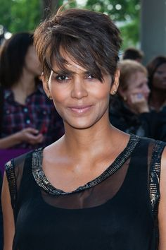 20 Chic Short Pixie Haircut Ideas for 2018 The pixie hairstyle looks quite lovely and superbly attractive. The pixie hairstyles are quite simple to create and care, and appear truly excellent. Popular Short Hairstyles, Short Pixie Haircuts, Cute Hairstyles For Short Hair, Short Hair Cuts For Women, Pixie Hairstyles, Hairstyles Haircuts, Fashion Hairstyles, Quick Hairstyles, Celebrity Hairstyles