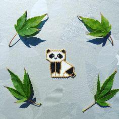 Je suis une grande fan d'origami et j'aime énormément les animaux de la marque @hug_a_porcupine ✨ Je me suis donc inspirée de leur  pour ce modèle  J'en profite pour lancer le #motifteaforyoubijoux vu que c'est un modèle entièrement fait maison  (copie autorisée pour usage privé uniquement) . . Thanks @hug_a_porcupine, I love your origami animals, especially the little panda which inspired me this beads brooch ♥️ . . #motifteaforyoubijoux #jenfiledesperlesetjassume #perlesaddictanonym...