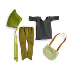 Dit outfit bestaat uit een stretch katoen tuniek, olijfgroene stretch broek met punt voetjes, een groen vilt elven muts, en een groen canvas tasje. Verpakt in een klein doosje.Het past alle Hazel Village vrienden!!  Merk: Hazel Village