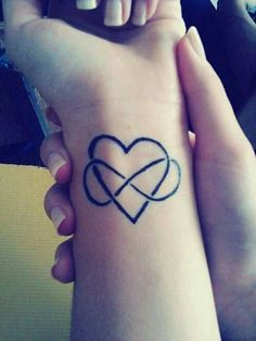 Unendlich Zeichen Tattoo Handgelenk schwarz Herz