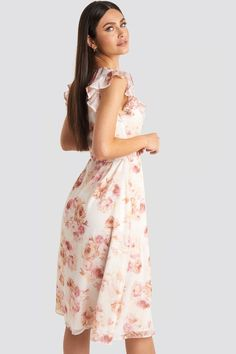 This dress by Karo Kauer x NA-KD features a midi length, flounced details, a v neckline, a ruffled sleeveless design, a self tie waist belt and a concealed side zipper. Pink Midi Dress, Jean Outfits, What To Wear, Latest Trends, Neckline, V Neck, Legs, Summer Dresses, Floral