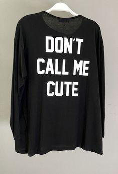 Μπλούζα μακρυμάνικη με φαρδιά λαιμόκοψη και εκτύπωση πίσω ONE SIZE (καλύπτει έως large) 100%cotton ΕΛΛΗΝΙΚΗΣ ΡΑΦΗΣ Dont Call Me, Total Black, Printed Blouse, Must Haves, Graphic Sweatshirt, Sweatshirts, Long Sleeve, Sleeves, Prints