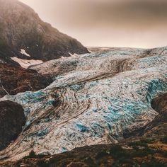 The semester has started and my time for photography has been cut quite a bit. Hope to do as much as much as I can but the spring semester is packed with teaching grants and travel. This photo is of exit glacier in Alaska. This photo really loses some of the scale. This glacier is quite massive. #nature #natureporn #natureporn #naturelovers #fuji #fujixt1 #fujifeed #myfujifilm #alaska #anchorage #alaskalife #exitglacier #travel #wanderlust #optoutside #getoutside #rei1440project #hiking…