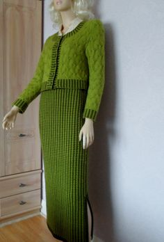 Unique design hand knit skirt-Wool long pencil skirt-Green wool skirt-Midi skirt-Green slit skirt-Merino wool skirt-Pencil skirt-Size M