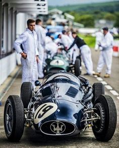 Engineered for Speed — Maserati- good ol' days. Classic Race Cars, Best Classic Cars, New Sports Cars, Sport Cars, Courses F1, Old Race Cars, F1 Drivers, Vintage Race Car, Retro Cars