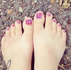Get a pedicure this cute, at home, in 20 minutes, for less than $4? Lasts 6 weeks?!? I'm in!! #LaFloritaJN #pedicure #Nailart #manicure #nails #toes #jamberry