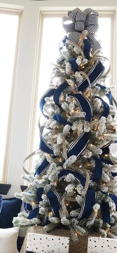 easy diy rustic and farmhouse christmas decorations - christmas trees 8 Blue Christmas Decor, Ribbon On Christmas Tree, Christmas Tree Themes, Noel Christmas, Outdoor Christmas Decorations, Christmas Balls, Xmas Tree, White Christmas, Christmas Wreaths