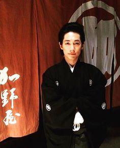 袴のディーン藤岡さん