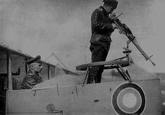 Farman 30 russo, com uma montagem Duks para uma Lewis sem jaqueta e com resfriador aletado alongado. A montagem foi desenhada para privilegiar tiro ao solo.