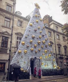 Annabel's unveils it's VERY impressive Christmas tree | Daily Mail Online