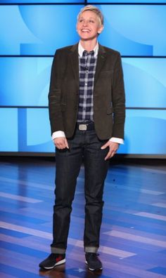 For Jess to wear.Army green Corduroy jacket, Anto Blue Plaid shirt, denim, New Balance sneakers Comedy Store, Tomboy Stil, Ellen Degeneres Show, The Ellen Show, New Balance Sneakers, Tomboy Fashion, Men's Fashion, Corduroy Jacket, Love Her Style