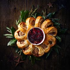 How to make a sausage roll wreath
