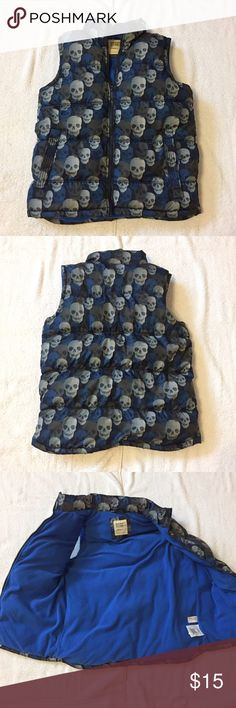 """Old Navy Skull Print Puffer Vest Old Navy Skull Print Puffer Vest. In like new condition. Boys size XL (14-16) measures: 15"""" across shoulders, 19"""" across chest, 26"""" long. Has front zip and 2 pockets. 100% poly. 1227/50/11917 Old Navy Jackets & Coats Vests"""
