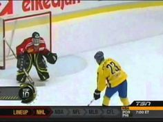 Top 10 Most Creative Moves During Hockey Shootout -- Can you believe that 4 of these are by Pavel Datsyuk? Funny Sports Videos, Hockey Workouts, Hockey Baby, Soccer, Tennis Grips, Tennis Trainer, Tennis Accessories, Anaheim Ducks, Detroit Red Wings