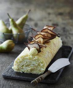 Det er sæson for søde, danske pærer. Tryl dem om til lækkert fyld i denne flotte roulade med hvid chokoladecreme og lime. Find også opskriften på oetker.dk eller i app'en Kagerullen.