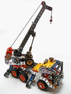 Crane truck by Les Meggett