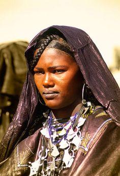 Africa   Tuareg woman at the Festival Aïr, Iferouâne, Niger   ©Vicente Méndez
