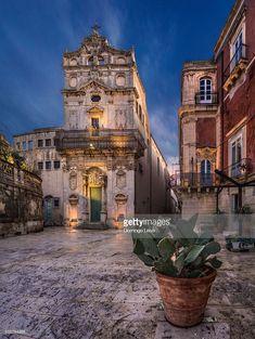 Photo : Piazza del Duomo in Syracuse, Sicily, Italy Santa Lucia, Palermo, Syracuse Sicily, Places To Travel, Places To Go, Things To Do In Italy, Italy Images, Italy Travel Tips, Belle Villa