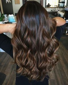 Highlighted hair is really glamorous whether it is ombre, sombre, or balayage. W… Highlighted hair is really glamorous whether it is ombre, sombre, or balayage. We have collected ideas of brunette hair with highlights. Brunette Hair With Highlights, Highlights For Dark Brown Hair, Brown Hair Balayage, Hair Color Balayage, Brown Hair Colors, Bayalage Black Hair, Babylights Brunette, Brunette Color, Dark Brunette Balayage Hair