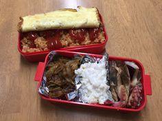 ナノカのお弁当( ̄(エ) ̄)v オムライスとチキンと玉ねぎのカレー炒め、コールスローサラダ、ツバスとタコの焼いたん