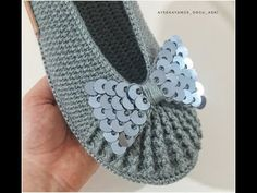 Crochet Shoes, Crochet Slippers, Baby Knitting Patterns, Baby Patterns, Beaded Boxes, Crochet Tablecloth, Bargello, Crochet Baby, Diy And Crafts