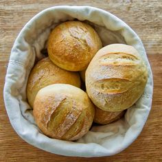 Morgenboller | Nemme, lækre og sprøde | 6pm.dk Yummy Mummy, Yummy Food, Dough Recipe, Cakes And More, Bread Recipes, Food And Drink, Appetizers, Snacks, Baking