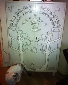 Gates of Moria Wardrobe & Durinu0027s door stenciled on someoneu0027s bedroom door. Is it sad that Iu0027d ...
