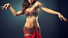 Belly dance or fitness Belly dance in Arabic known as Raqs Sharqi, Turkish - a Oryantal dans ?, meaning Oriental Dance. The peculiarity of the Eastern belly dance - its plasticity. Belly Dance Lessons, Belly Dancing Classes, Dance Oriental, Belly Dancing For Beginners, Dance Remix, Dance Music, Ethno Style, Positive Body Image, Learn To Dance
