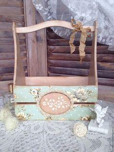 Bom dia!!! Que tal esse lindo Porta Esmalte Vintage, com cores claras e super fofo. Essa peça é ótima para você organizar seu esmaltes, encontre em nosso site: http://goo.gl/WNj4tW