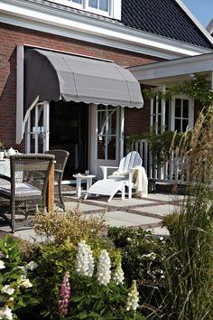 Luxaflex bij TMC Wonen in Goes, Kruiningen en Bergen op Zoom Outdoor Spaces, Outdoor Living, Outdoor Decor, Outdoor Ideas, Window Boxes, Garden S, Own Home, Shutters, Home And Living