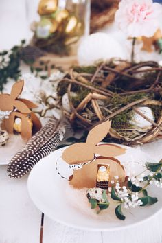 Egal ob als DIY Tischkarte oder als selbstgemachtes Mitbringsel zu Ostern - heute gibt es eine Anleitung für den Ferrero Rocher Hasen inklusive Gratis-Vorlage zum Herunterladen und Ausdrucken.