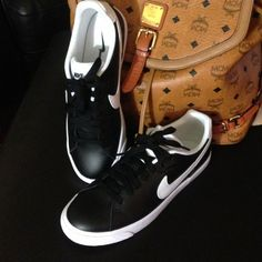 NIKE COURT LEATHER NEW NIKE COURT TOUR SKINNY LEATHER BLACK/WHITE MY PRICE IS FIRM AND HAPPY POSHING ...BOX HAS NO LID Nike Shoes