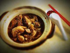sesame oil chicken in a claypot