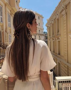 A new season is the perfect time to shake things up by refreshing your hair color. Hair Inspo, Hair Inspiration, Long Hair Video, Look Girl, Good Hair Day, Hair Videos, Hair Looks, Cute Hairstyles, Hairstyle Ideas