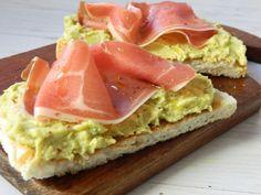 Sandvis cu pasta de naut,avocado. Avocado Toast, Breakfast, Ethnic Recipes, Food, Salads, Morning Coffee, Meal, Essen, Hoods