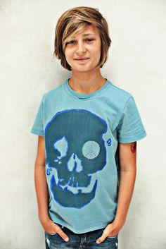 Boys T-Shirt Design 'Skull' mit Peace-Zeichen Applikation, Color Ice-Blue