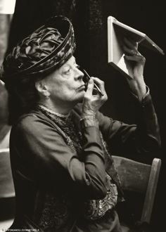 Maggie Smith - still doing One's own make-up