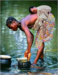 Water from the River of Life - Mother and Baby in Africa - Photographer Sergio Pessolano Baby Wearing! We Are The World, People Around The World, Beautiful World, Beautiful People, Stunningly Beautiful, Naturally Beautiful, Absolutely Stunning, Beautiful Things, A Well Traveled Woman