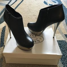 Steve Madden Chelsey Leather Bootie Leather upper Bootie, silver mirror like flatworm. Lots of support due to the platform. Some scuffs on bottom sole. Worn twice. Steve Madden Shoes Platforms