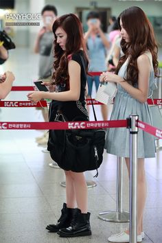 SNSD Tiffany and SeoHyun @ Airport