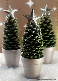 Scissors and Spoons took some simple pinecones and small pots and turned them into these super cute pinecone Christmas trees. Thes...