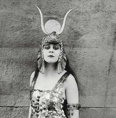 Theda Bara with extremely strong style!