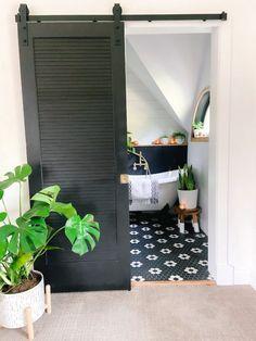 Welcome Home Saturday: Small bathroom with BIG organization! Black And White Interior, White Interior Design, Diy Organization, Organizing, Small Bathroom, Bathrooms, Outdoor Furniture, Outdoor Decor, Storage