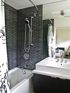 Stylish bathrooms ceilings black brick walls // Baño de diseño con paredes de ladrillo negro