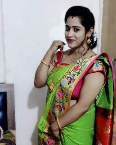 Cute Beauty, Beauty Full Girl, Beauty Women, Indian Natural Beauty, Indian Beauty Saree, Beautiful Saree, Beautiful Eyes, Aunty In Saree, Green Saree