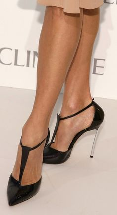 Stacy Keibler sported a pair of black T-strap sandals for an effortlessly chic look.