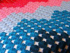 colcha de fuxicos queen size colorida,confeccionada em tecido poliester viscose nas cores: folha, limão, ouro, laranja, vermelho, pink, chiclete, azul bb, turqueza, capri.