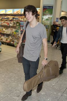 Imagine if you saw this while you were in the airport.. <<< i would . . . you know . . . i dont really know what i would do haha
