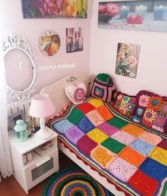 """Love these solid granny squares blanket - Youtube Crochet Atölyesi 💞 (@crochet_atolyesi) on Instagram: """"Ah şu pazartesiler!!!!! '5 dakika daha uyusam ne olur anneeee?' diyen çoçuklarla dolup taşıyor 😊😉🤹…"""""""