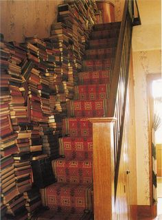 Staircase as bookshelf - Unusual Home Libraries, page 2 Books To Read Before You Die, Beautiful Library, Home Libraries, Book Storage, Stairway To Heaven, Library Books, Library Bar, Dream Library, Interior Exterior